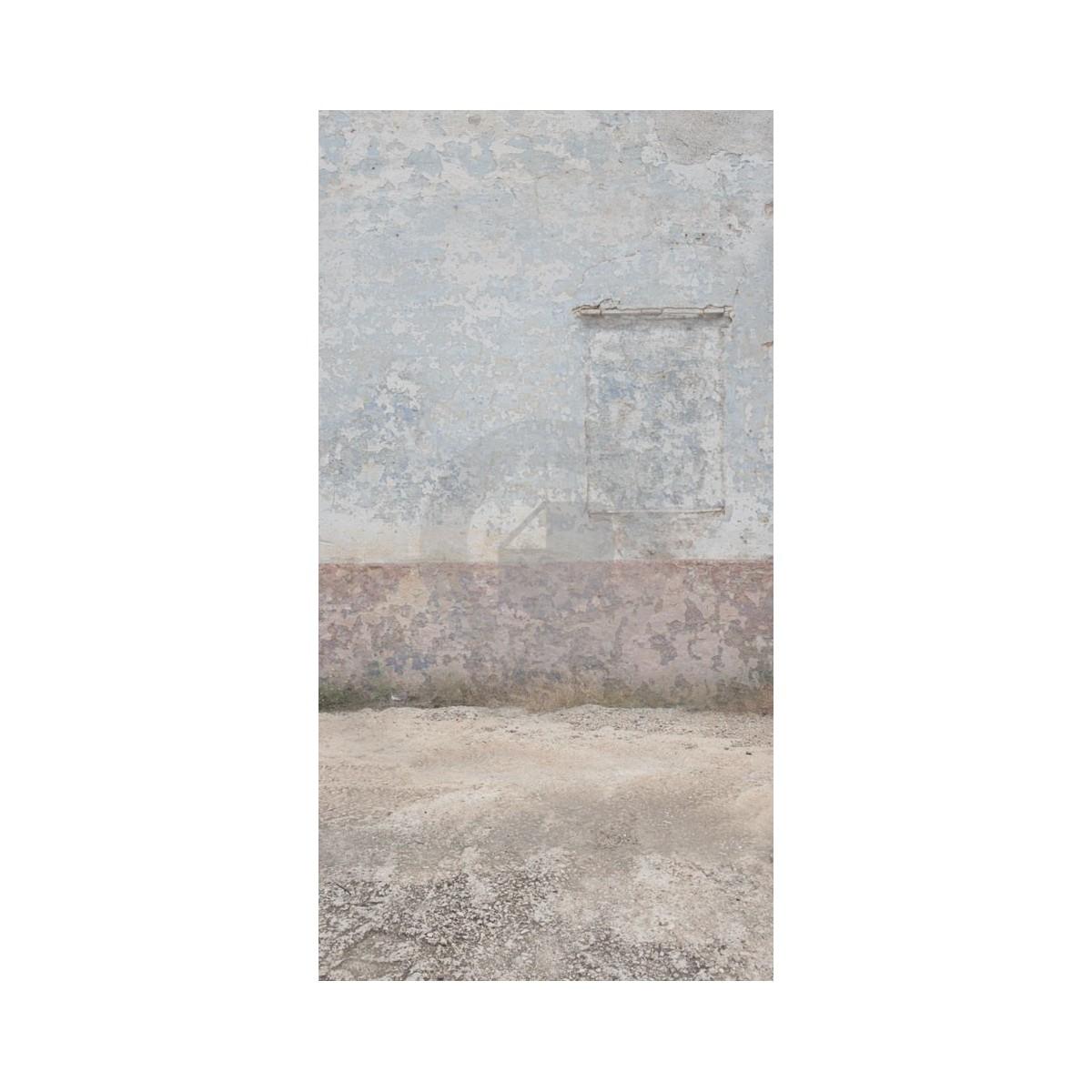 terre et mur de fond gris avec fen tre mur e. Black Bedroom Furniture Sets. Home Design Ideas